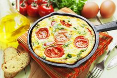 Eggs are delicious almost every way you make them (minadezhda/iStock) Weight Loss Meals, Healthy Weight Loss, Nutrition Information, Diy Food, Bagel, Quiche, Eggs, Snacks, Breakfast