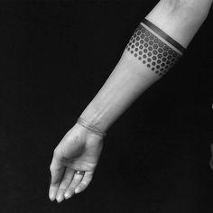 Resultado de imagen de geometric armband tattoo