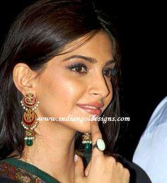 Gold and Diamond jewellery designs: sonam kapoor