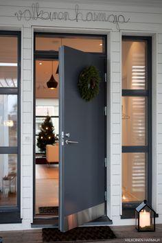 Joulusisustus kahdelta viime vuodelta Decorating Blogs, Scandinavian Design, Garage Doors, Simple, Outdoor Decor, Modern, Christmas, Home Decor, Decoration