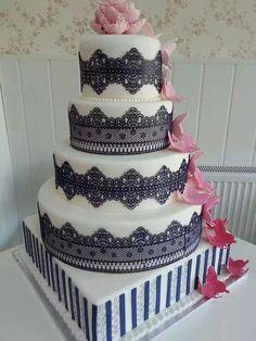 Tort nunta cu dantela