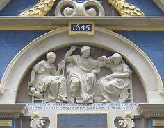 "Portal des ehemaligen Frauengefängnisses ""Spinhuis"" - Portal van het Spinhuis, voormalig tuchthuis voor vrouwen - portal of the Amsterdam women's correction facility 'Spinhuis'."