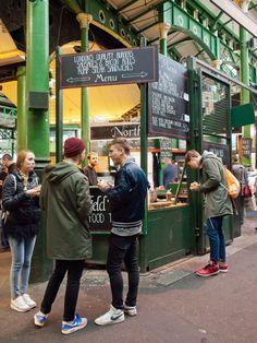 Borough Market is the showcase of new British cuisine. Borough Market London, London City, London Street, Highgate Cemetery, London History, Reisen In Europa, Voyage Europe, Parol, Europe Destinations