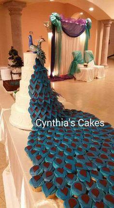 Peacock cake, tier cake, cupcakes, cake connecting to cupcakes. Crazy Cakes, Crazy Wedding Cakes, Beautiful Wedding Cakes, Fancy Cakes, Beautiful Cakes, Amazing Cakes, Cake Wedding, Wedding Stuff, Wedding Photos