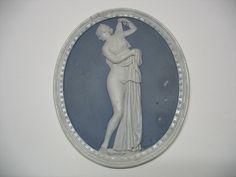 Thüringen Manufaktur Ilmenau Medaillon mit der Venus Kallipygos Technik / Material Biskuit Porzellan Abmessung D 17,4 cm Datierung 1810-20