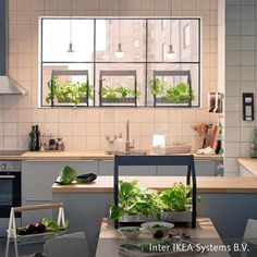 Diese Küche Wirkt Dank Der Verwendeten Modernen Elemente Frisch Und Offen.  Die Lange Arbeitsplatte Lässt