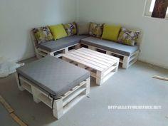 Très intéressant ce projet de Igor Efkosky, est un canapé classique fait avec des palettes et une aussi une table, la particularité de ce meuble est qu'il peut être transformé en un lit, grâc…