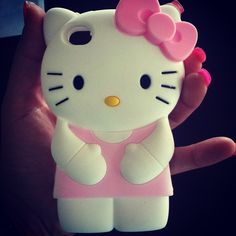 My best friend would freak out for this cute little Hello Kitty phone case.