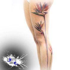 26 Ideas bird of paradise tattoo thigh Bird Skull Tattoo, Bird Tattoo Back, Feather Tattoos, Skull Tattoos, Mom Tattoos, Future Tattoos, Tattos, Bird Of Paradise Tattoo, Little Bird Tattoos