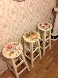 Pin by ✻ღ✻Rita Rorich✻ღ✻ on ♥Decoupage and furniture Painting♥ Decoupage Furniture, Hand Painted Furniture, Paint Furniture, Repurposed Furniture, Furniture Projects, Furniture Makeover, Vintage Furniture, Vintage Stool, Decoupage Vintage