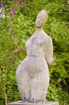 Her femininity is unmistakable. With her distinct feminine curves, the unclothed woman recalls famous ancestors such as the Venus of Milo or Botticelli. Ursula H … Source by witzundverstand Venus Von Milo, Ceramic Angels, Terracota, Art Sculpture, Ceramic Figures, Oil Portrait, Painting People, Ursula, Art Model