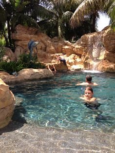 Stunning Natural Swimming Pool Ideas For Your Home Yard To Try swimming pools Small Backyard Pools, Swimming Pools Backyard, Swimming Pool Designs, Pool Spa, Pool Landscaping, Luxury Swimming Pools, Dream Pools, Natural Swimming Ponds, Lagoon Pool