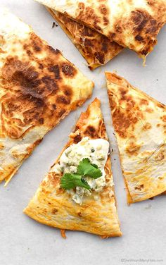 These spicy and cheesy Buffalo Chicken Quesadillas are oh so perfect for a quick lunch or dinner, or as an appetizer at your next party. I Love Food, Good Food, Yummy Food, Burritos, Enchiladas, Quesadilla Recipes, Comida Latina, Mexican Food Recipes, Tapas