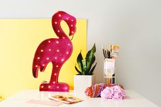 DIY Copycat: Create This Flamingo Marquee Light for Half the Price via Brit + Co Flamingo Craft, Flamingo Pool, Flamingo Birthday, Pink Flamingos, Origami Lights, Origami Lamp, Diy Origami, Pink Spray Paint, Scrappy Quilts