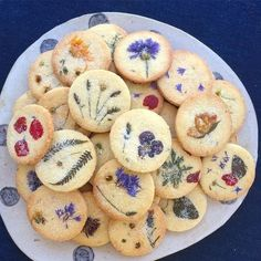 Edible flowers baked into biscuits / cookies seasonal bakes for special occasion. Edible flowers baked into biscuits / cookies seasonal bakes for special occasions - would be cute as wedding favours Cute Food, Yummy Food, Cookie Recipes, Dessert Recipes, Gourmet Desserts, Plated Desserts, Creative Desserts, Cookie Ideas, Health Desserts