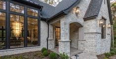 Stone Exterior Houses, Dream House Exterior, Exterior House Colors, Stone Houses, Exterior Design, Fachada Colonial, Natural Stone Veneer, French Country House Plans, Building Stone