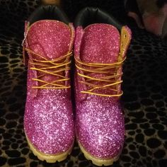 """Timberland: the """"Original Yellow Boot"""" has long been a popular American icon, the classic look has been copied by many, but never really duplicated. Timberland Heels, Timberland Boots Outfit, Timberland Waterproof Boots, Timberland Style, Timberland Fashion, Glitter Timberlands, Timberlands Women, Cowgirl Boots, Western Boots"""