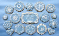 Hand piping patterns in royal icing Blue Cookies, Iced Cookies, Biscuit Cookies, Easter Cookies, Royal Icing Cookies, Birthday Cookies, Cupcake Cookies, Christmas Cookies, Sugar Cookies