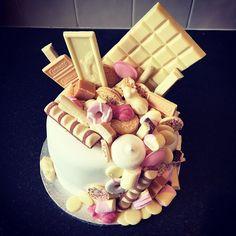 Ta-da! Very proud of this masterpiece! White chocolate explosion cake! Happy belated birthday @tonihansbury  #explosion #sweeties #candyshop #happybake #instacake #whitechocolate