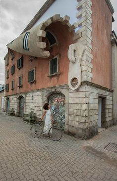 """""""British artist Alex Chinneck, known for his subversive installations,""""unzipped"""" the facade of an old building in Milan, Italy (Photo: Marc Wilmot)"""" Art Et Architecture, Amazing Architecture, Installation Architecture, Wow Art, Street Art Graffiti, 3d Street Art, Best Street Art, Amazing Street Art, Milan Italy"""