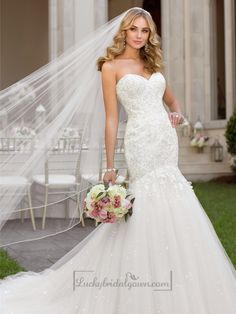 Fit and Flare Sweetheart Lace Appliques Crystal Beaded Wedding Dresses