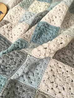 I'm just popping in, because I wanted to tell you the story of a blanket. I was going to do my us. Crochet Ripple Blanket, Crochet Blanket Patterns, Granny Square Crochet Pattern, Crochet Blocks, Crochet Baby, Knit Crochet, Crochet Stitches, Crochet Crafts, Crochet Projects