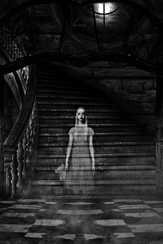 Scary Ghost Pictures, Creepy Ghost, Creepy Photos, Creepy Horror, Ghost Photos, Creepy Art, Creepy Photography, Dark Photography, Levitation Photography