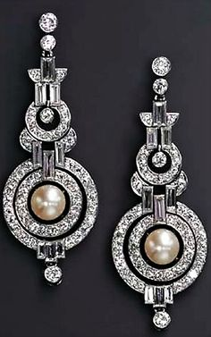A PAIR OF ART DECO NATURAL PEARL AND DIAMOND EAR PENDANTS Each designed as an articulated series of diamond collet and baguette-cut diamond geometric links, the old European-cut diamond concentric circle pendant centering upon an independent pearl, measu Art Deco Jewelry, Pearl Jewelry, Antique Jewelry, Vintage Jewelry, Fine Jewelry, Jewelry Design, Pearl Earrings, Antique Art, Vintage Art