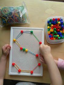 Alfabeto, chiodini ed elastici