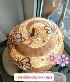 Puerto Rico, Hand Painted Gourds, Pyrography Patterns, Gourd Crafts, Deco Nature, Gourd Lamp, Arts And Crafts, Diy Crafts, Light Decorations