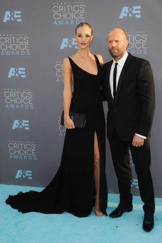 Rosie Huntington-Whiteley y Jason Statham en los 21st Annual Critics Choice Awards