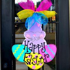 Easter Door Hanger, Easter Bunny Door decor, DIY Easter Egg Crafts, Easter Bunny Door Hanger #2014 #Easter #eggs #bunny #rabbit #recipes #crafts www.loveitsomuch.com