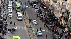 Diyarbakır'da HDP Eş Genel Başkanı Selahattin Demirtaş'ın çağrısı üzerine kentin çeşitli bölgelerinden Sur'a yürümek isteyen gruplara polis müdahale etti.