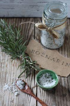 Idee fai da te :: Aromi in cucina, olio e sale al rosmarino