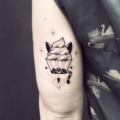 un chat cupcake tatoo - par Violette Chabanon