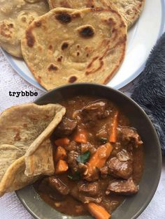 Kenyan / East African Chapati - Grozzr - Kenyan / East African Chapati Kenyan / East African Chapati with beef stew - Supper Recipes, Fish Recipes, Beef Recipes, Cooking Recipes, Kenyan Recipes, African Recipes, Chapati Recipe Kenyan, Chapati Recipes, Ugandan Food