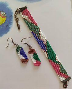 off loom beading techniques Beading Techniques, Beading Tutorials, Beading Ideas, Bead Loom Patterns, Beading Patterns, Bead Jewellery, Beaded Jewelry, Handmade Jewelry Box, Bead Loom Bracelets