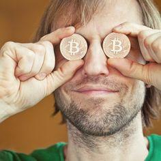 """F-Secure na tropie pierwszego nielegalnego start-upu o wartości miliarda dolarów -   Bitcoin nie tylko zmienił ekonomię cyberprzestępczości, zapewniając oszustom zaszyfrowany, niemal anonimowy system płatności niezależny od jakiegokolwiek banku centralnego. Uniemożliwił też monitorowanie zarobków przestępców. """"Wszystkie transakcje bitcoinowe są publiczne"""" – wyjaśnia Mikko Hyppön... http://ceo.com.pl/f-secure-na-tropie-pierwszego-nielegalnego-start-u"""