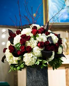 wedding+altar+flowers+red+n+black | ... black bacarra roses red dogwood branches and black ti leaves