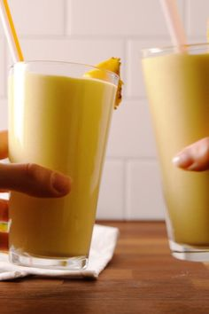 Lean Body: Piña Colada Protein Smoothie - The Latest Healthy Breakfast On The Go, Healthy Breakfast Smoothies, Vegan Breakfast Recipes, Breakfast Ideas, School Breakfast, Healthy Brunch, Breakfast Club, Brunch Ideas, Protein Smoothies