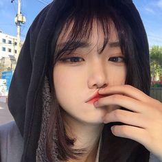 기분이안좋다죠 Asian Cute, Cute Korean Girl, Asian Girl, Japonese Girl, Ulzzang Korean Girl, Ulzzang Girl Selca, Uzzlang Girl, Korean Model, Tumblr Girls