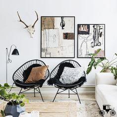 """Cadeiras são ótimas para dar um """"UP"""" na #decor, super charmosas, deixam os ambientes coloridos, alegres e ainda mais aconchegantes. Um exemplo disso é a cadeira Acapulco que com seu design caribenho mais incrementado com belos detalhes, é cômoda, de fácil manutenção e muito bonita. Não é à toa que é uma das mais utilizadas pelos profissionais de interiores em seus projetos. #cadeiraAcapulco #cadeira #decor #homedecor #decoraçãodebomgosto #decorarfazbem #comprardecoração #carrodemola."""