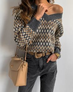 Neutral Fall Outfit Idea Love the details of this off-shoulder patterned sweater paired with charcoal denim and a tan bag Style Casual, Casual Fall Outfits, Stylish Outfits, Cool Outfits, Stylish Clothes, Look Fashion, Winter Fashion, Fashion Outfits, Womens Fashion