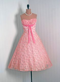 Vintage pink dress with flower patern and ribbon