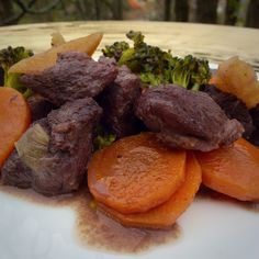 Duck cooked in red wine with carrots, yellowpotato, leak and broccoli