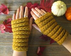 Donalda Gilchrist Samhain Fingerless Mitts   If you need help with the pattern repeat, you might find this video helpful.     Th...
