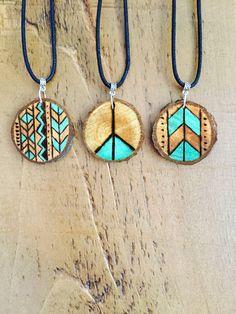 Wood Slice Crafts, Wood Burning Crafts, Wood Burning Art, Wood Crafts, Terracotta Jewellery Designs, Pottery Painting Designs, Handmade Jewelry Designs, Wood Ornaments, Driftwood Art