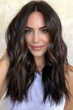 25 Bombshell Hair Color Ideas for Brunettes Brown Hair Balayage, Balayage Brunette, Dark Hair Lowlights, Dark Hair Balyage, Dark Balayage, Dark Ombre Hair, Brunette Highlights, Hair Color For Black Hair, Brown Hair Colors