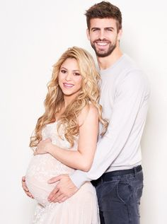 Shakira prépare l'arrivée de son deuxième enfant - Shakira donnera bientôt un petit frère à son premier fils Milan, bientôt 2 ans. La naissance est prévue pour ce mois-ci, et la petite famille attend avec impatience l'arrivée du bébé. Leurs photos de famille parlent d'elles-mêmes.... - émoi émoi