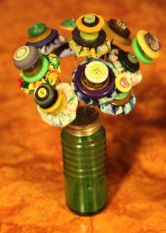 Button Bouquet - yo yo's and vintage buttons Button Bouquet, Button Flowers, Zipper Crafts, Salt Shakers, Button Button, Button Crafts, Vintage Buttons, Taking Pictures, Garlands